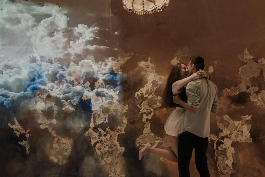 artystyczna sesja zdjęciowa zakochanych