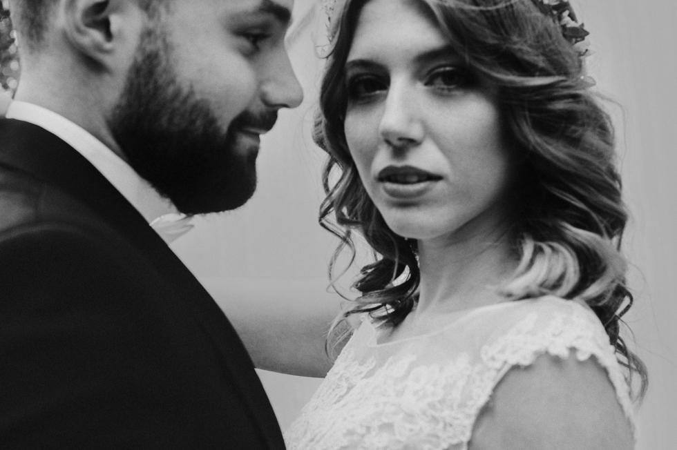 zakochani w sesji ślubnej