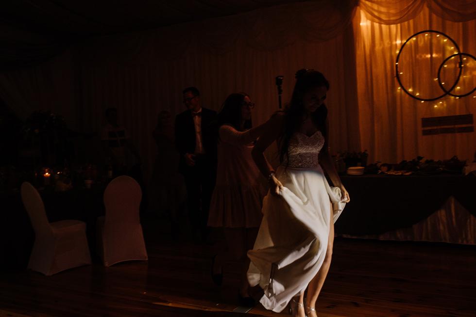 Plenerowy ślub i wesele w namiocie